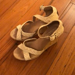 Toms sandal wedges